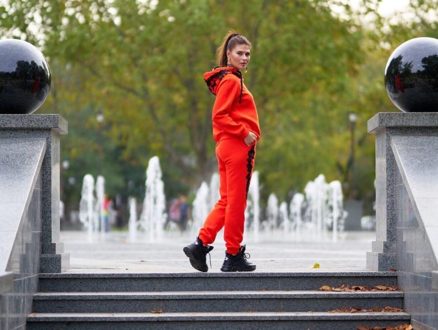 Позволь себе быть модной – в женском спортивном костюме от O&J