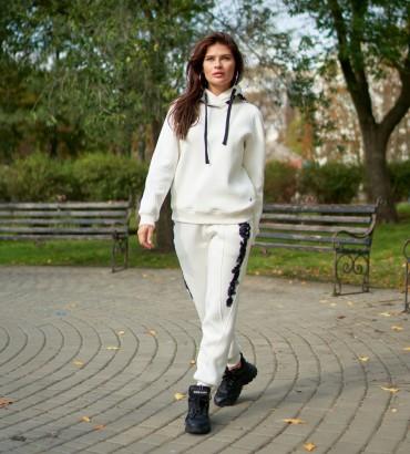 Одежда спортивный костюм молочного цвета Тату