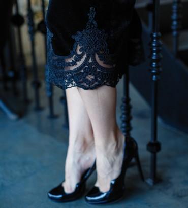 Облегающие бархатное платье черного цвета. 2