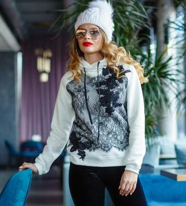 Модный теплый худи женский белого цвета с гипюром