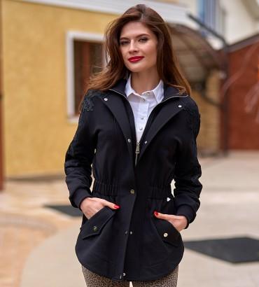 Женский жакет черного цвета с кружевами