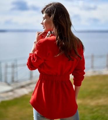 женский бомбер жакет красного цвета 2