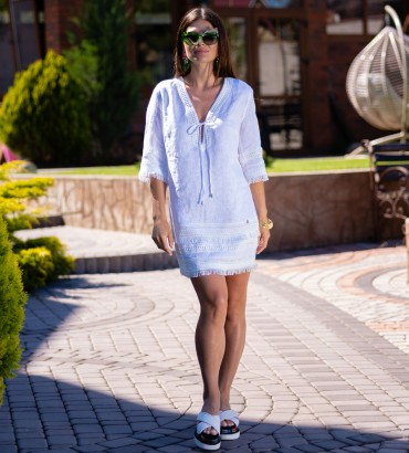 Короткое платье молочного цвета цвета Эллада