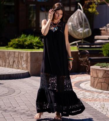 Длинное платье черного цвета с гипюровыми вставками Санторини