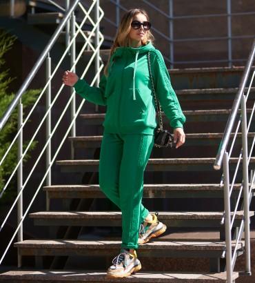 Спортивный костюм женский зеленого цвета с кружевными вставками