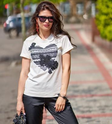 Женская футболка белого цвета с аппликацией из кружева  Агата