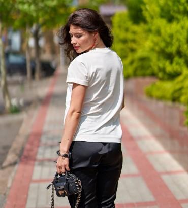 Женская футболка белого цвета с аппликацией из кружева  Агата  2