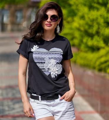 Женская футболка черного цвета с аппликацией из кружева  Агата
