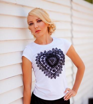 Одежда белая футболка Кружевное сердце