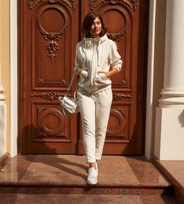 Спортивный костюм женский белого цвета с кружевными вставками по бокам
