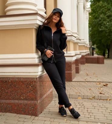 Спортивный костюм женский черного цвета с кружевными вставками