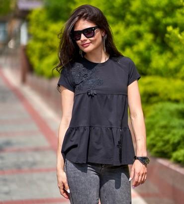 Женская черная футболка с цветочной аппликацией Агата
