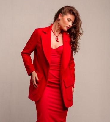 Женский жакет красного цвета с кружевом
