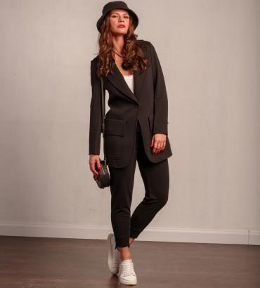 Женский костюм черного цвета с кружевом